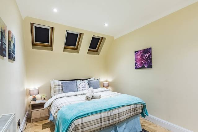 Grand Spacious & Homely 2 bedroom-apartment, holiday rental in Acton