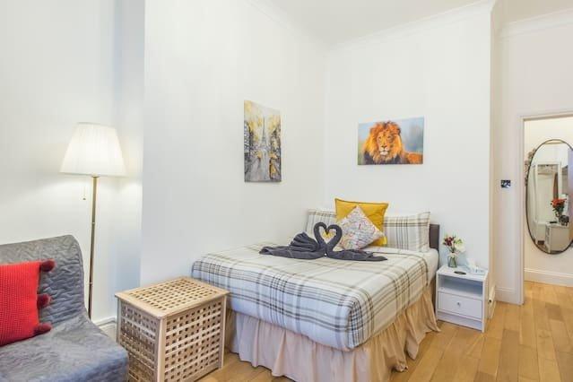 Central & Cosy 2 Bedroom Apartment L3, alquiler de vacaciones en Chiswick