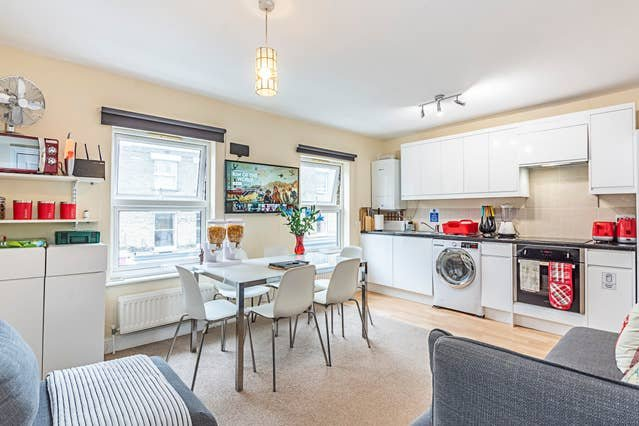 Greyhound Road Room -  House on River Thames, holiday rental in Acton