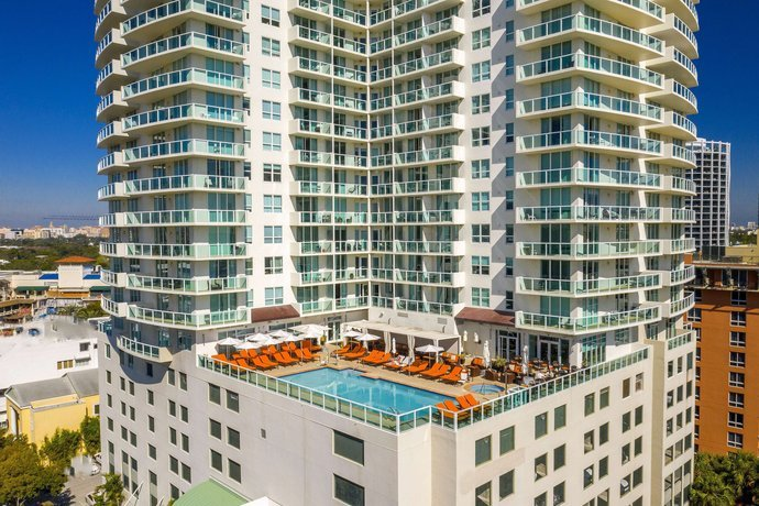 COZY DELUXE ROOMS W/ PRIVATE BALCONY, holiday rental in Coral Gables