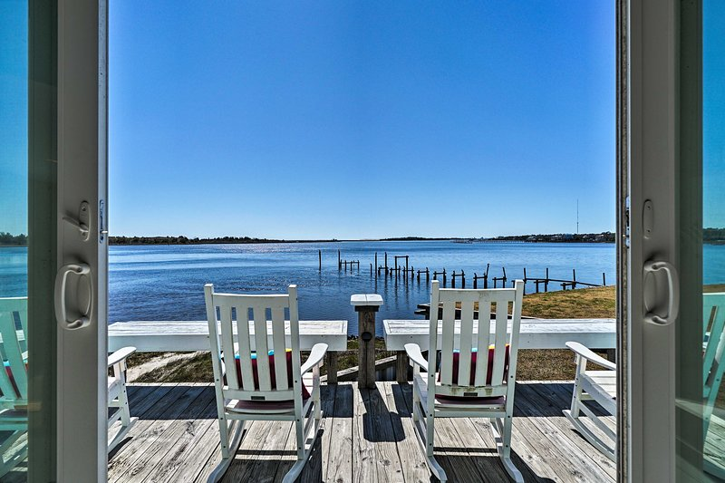 Atlantic Coast Dome Home Across from Sound w/ View, holiday rental in Myrtle Grove