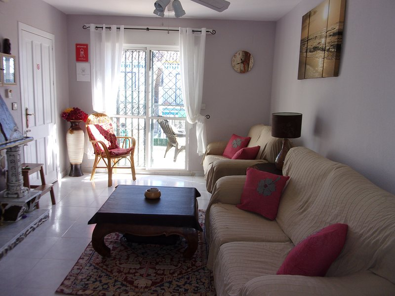 Kasha's 2- bed apartment with roof solarium, vacation rental in Torrevieja