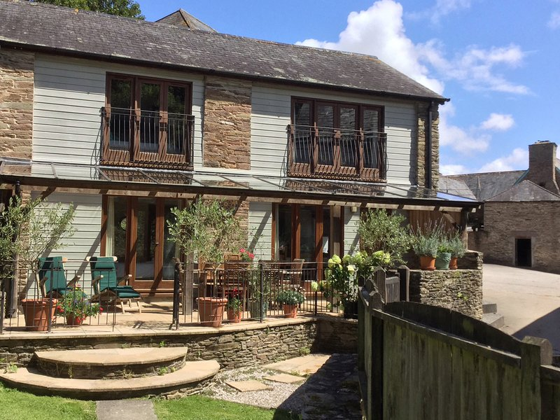 FIXIT COTTAGE, light and cheerful converted barn with indoor swimming pool and, vacation rental in Kingsbridge