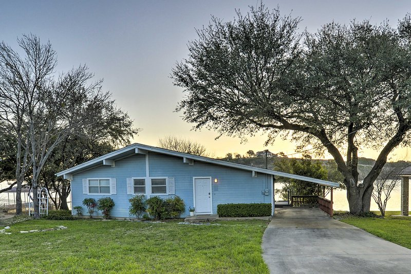 This is the perfect lakefront Texas retreat!