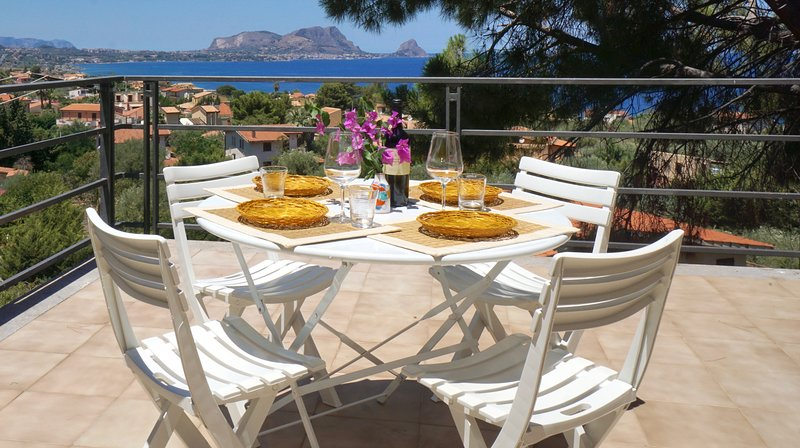Panoramic Villa Near The Sea, holiday rental in Torre Colonna-Sperone