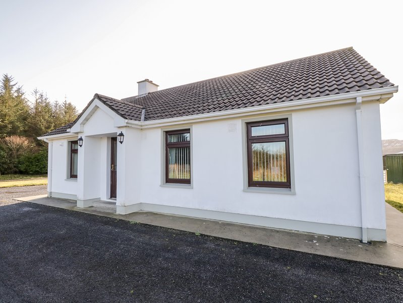 Joe's Cottage, Garrison, County Leitrim, holiday rental in Belcoo