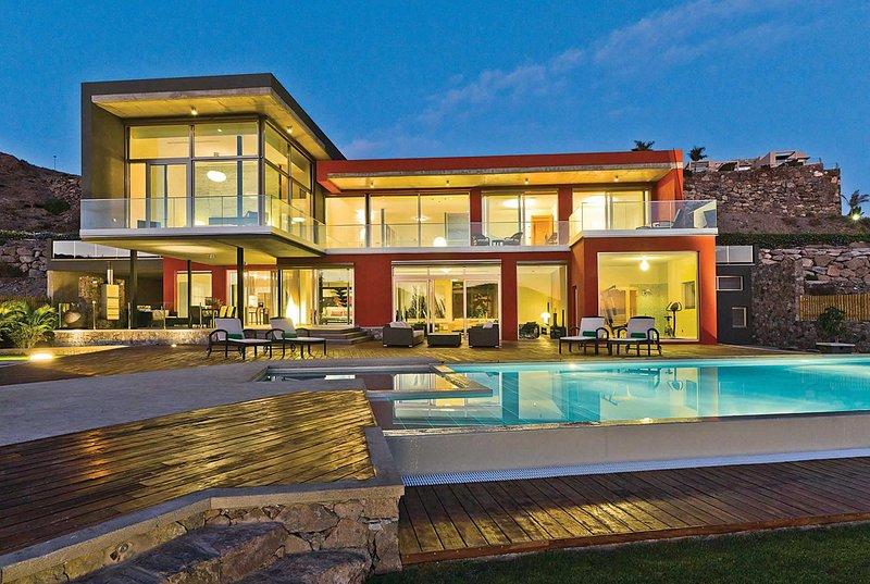 Luxury villa  own sauna and heated pool WI FI, aluguéis de temporada em San Bartolome de Tirajana