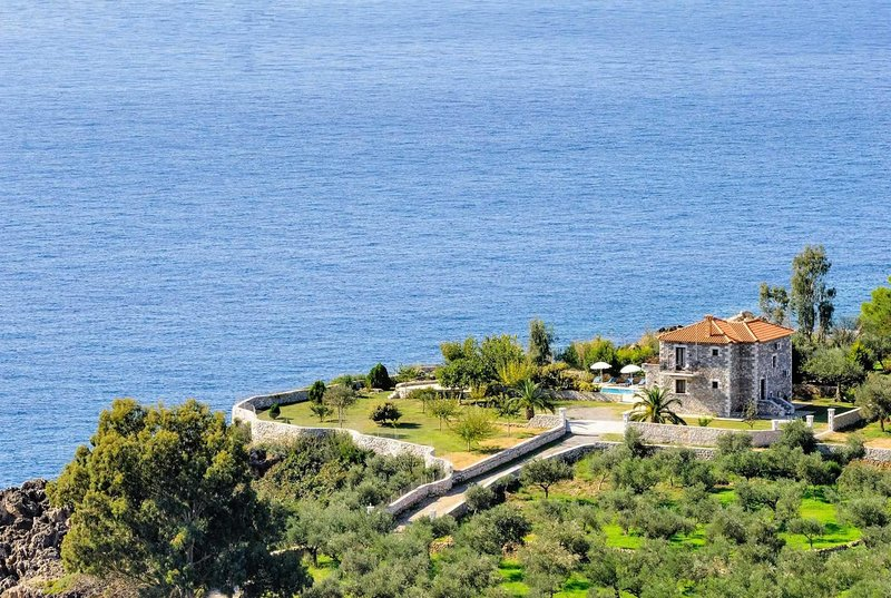 Open plan villa with sea views and private pool, vacation rental in Stoupa