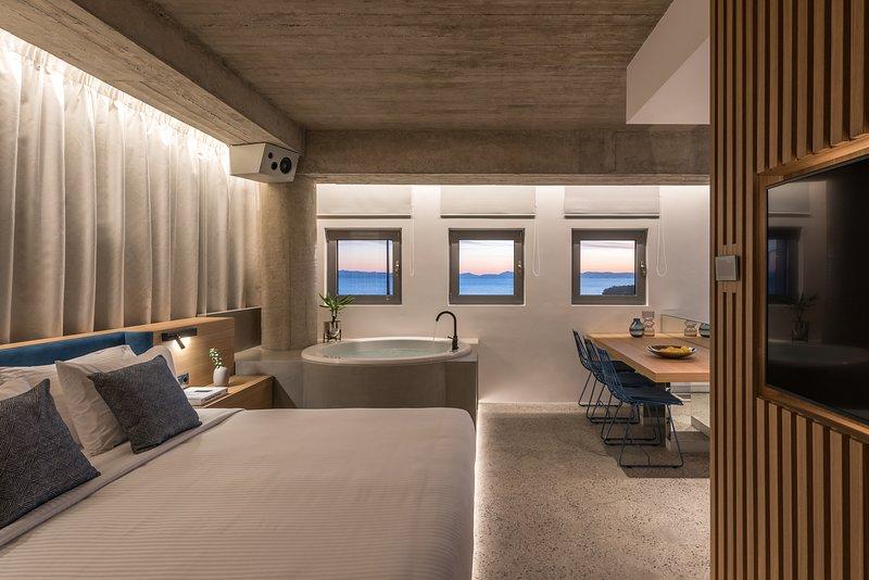 Porfyra B2 Master Suite, holiday rental in Alimos