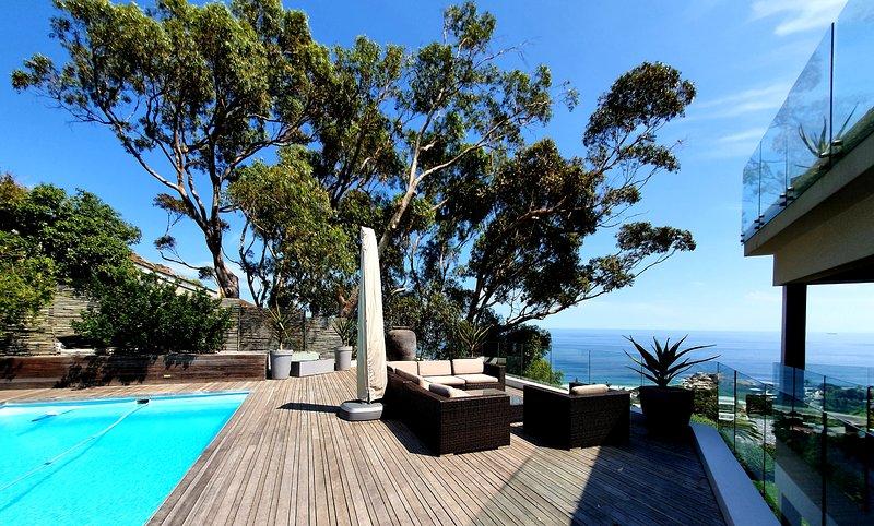 'The Llandudno' 8 Bedroom Contemporary Villa With The Most Awesome Views, vacation rental in Llandudno