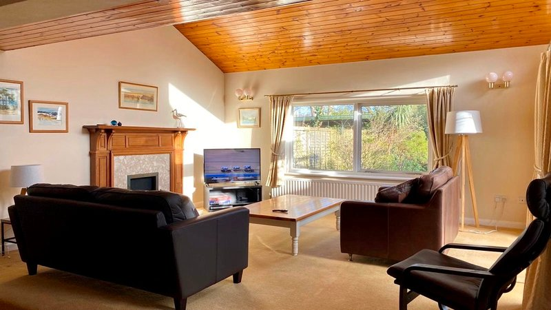 BOURNECOAST: 4 Bedroom House in Mudeford with large garden and parking -HB6277, holiday rental in Christchurch