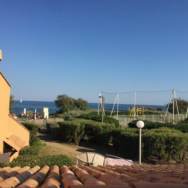 Appartement front de mer climatisé à 50 m de la plage de la roquille, casa vacanza a Cap-d'Agde