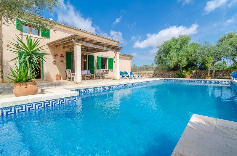 S'ESCOLA - Villa for 7 people in FELANITX, holiday rental in Felanitx