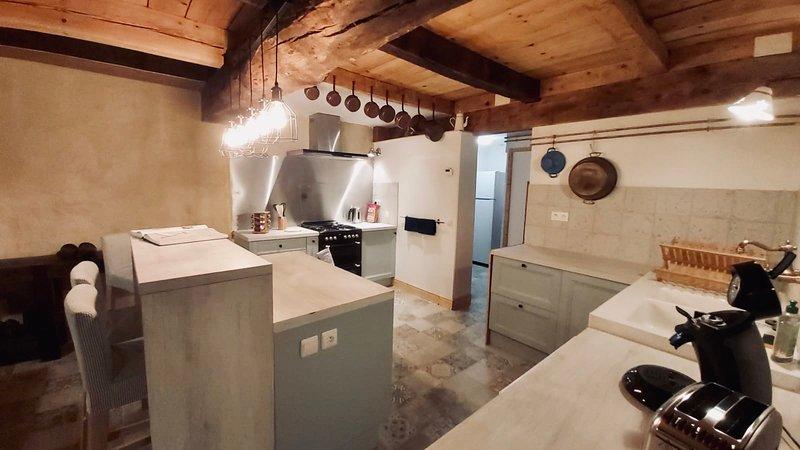 Le calme de l'ancien moulin du château de Horgues (6 couchages), holiday rental in Chelle Debat