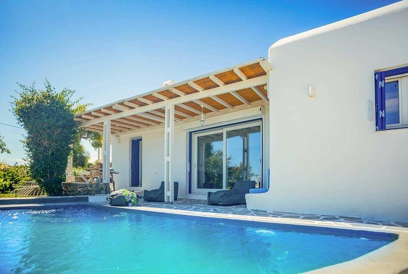 Cycladic style villa w/ swimming pool., vacation rental in Platys Gialos