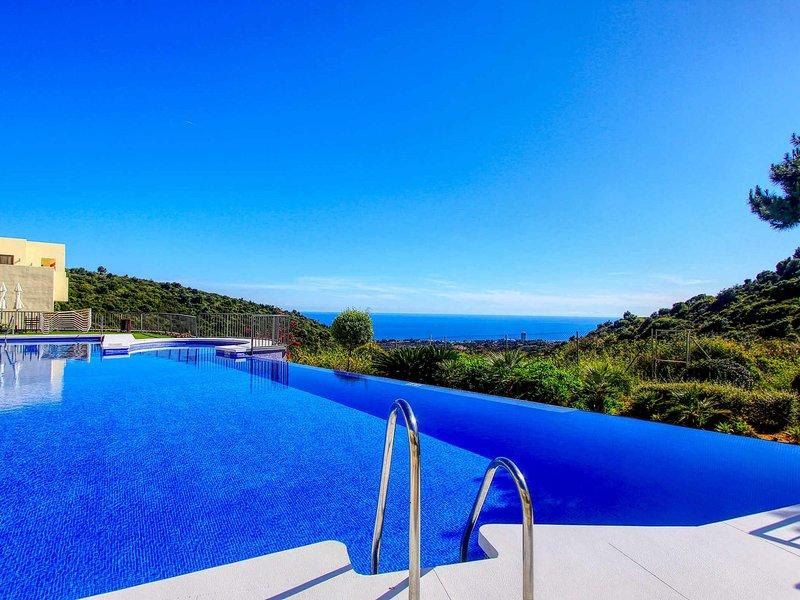 modern style relaxation sea view heated pool gym wifi Netflix garage, holiday rental in Ojen