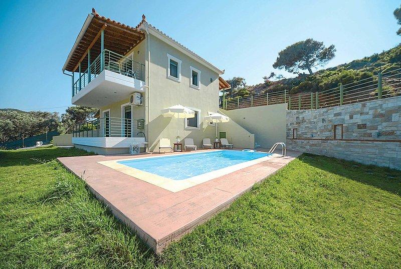 Beach-side villa in a small quiet development, aluguéis de temporada em Platanias
