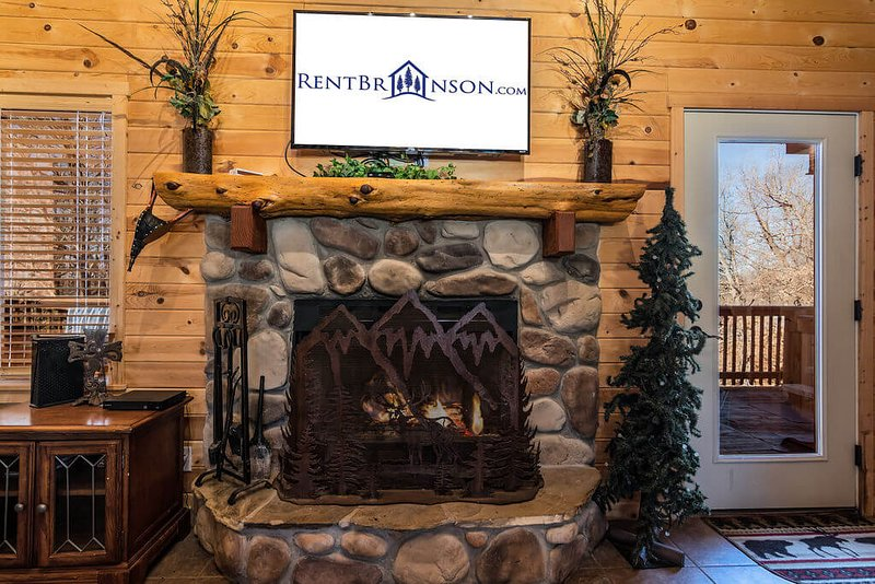 Cross Timber Lodge Pet Friendly, vacation rental in Omaha
