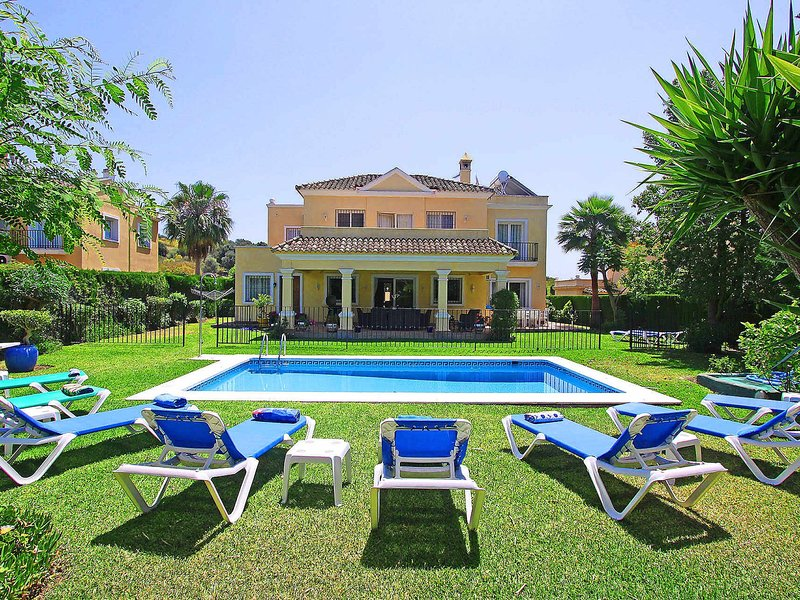 Family Villa heated pool high speed wifi Netflix Tennis, holiday rental in El Paraiso