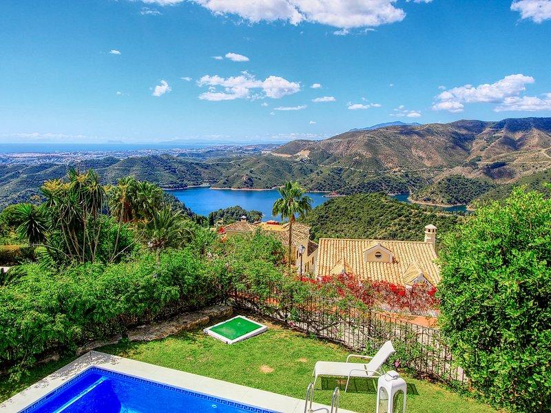 Villa with Panorama Sea -Lake View ,heated Pool, Wifi, Smart TV, BBQ, vacation rental in Istan