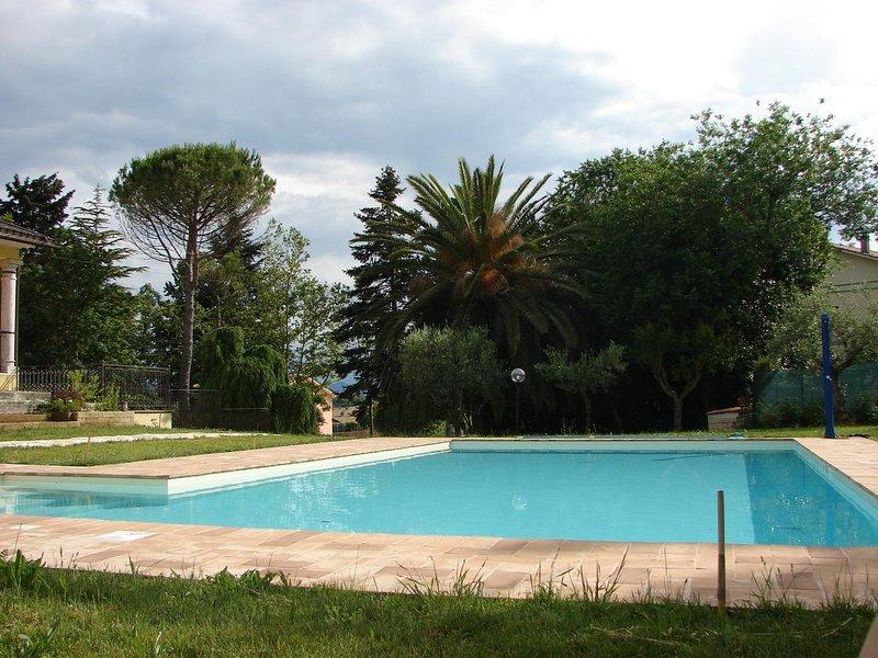 Amazing villa with swimming-pool, alquiler vacacional en Rapagnano