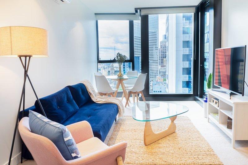 Eporo Velvet (NOW OPEN) - Stylish Central Apartment, holiday rental in Melbourne