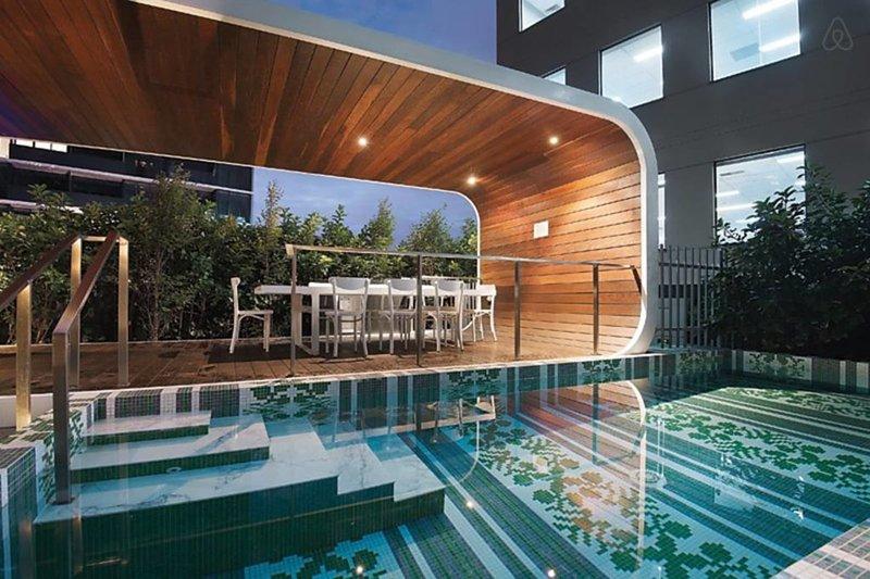 Area comune con vasca immersione ad acqua fredda e area barbecue
