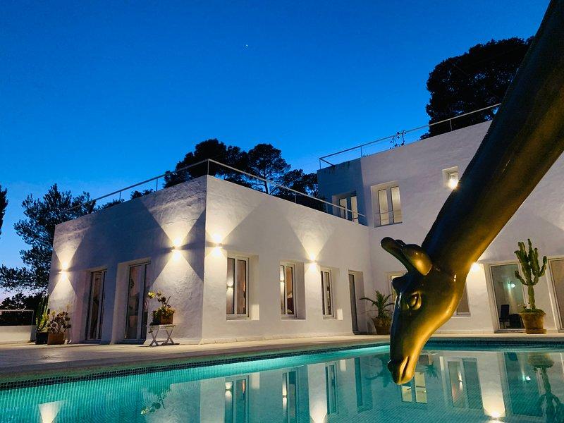 Villa Carrousel - soundsystem + decks included - best views, location de vacances à Roca Llisa