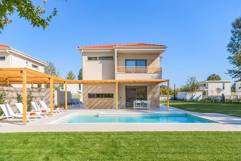 New 2 Bed villa w/Pool - 200 Metres to the beach, holiday rental in Olympiada