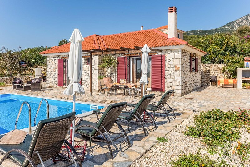Country views, Short walk to restaurants/shops,, casa vacanza a Karavadhos