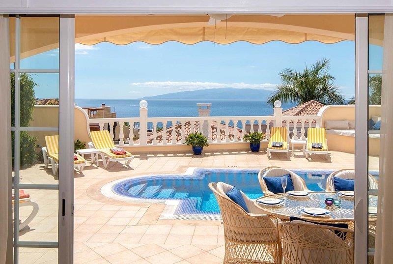 Elevated villa offering fabulous sea views., alquiler de vacaciones en Puerto de Santiago