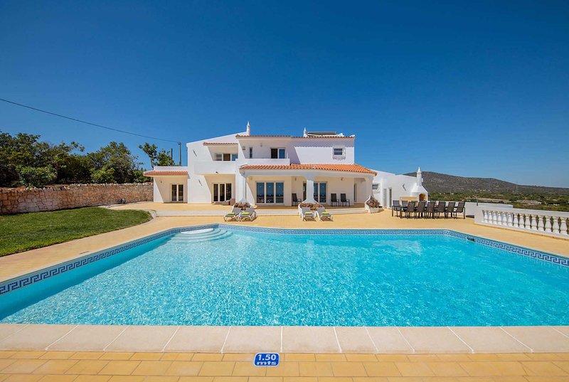 Elegant 7 bed villa, private pool, fantastic views, holiday rental in Pechao