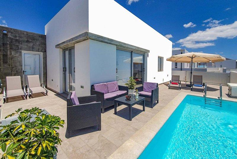 Casa Newyork, a modern villa in Playa Blanca, location de vacances à Yaiza