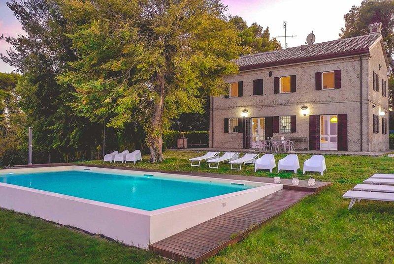 Private, Sea views from pool, location de vacances à Apecchio