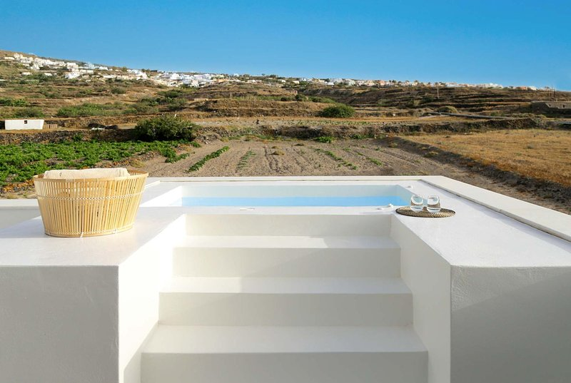 Sea views, plunge pool, complementary breakfasts, holiday rental in Foinikiá