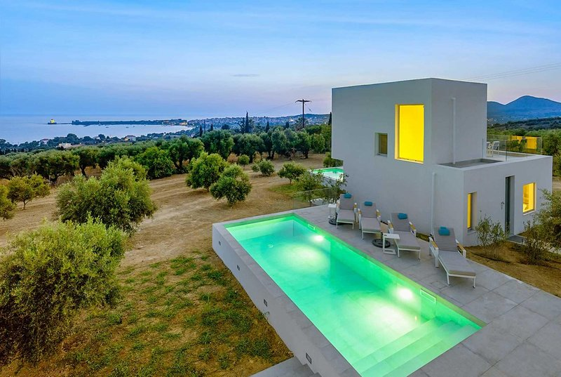 Olive groves, sea views, modern decor,zen vibe!, holiday rental in Tapia