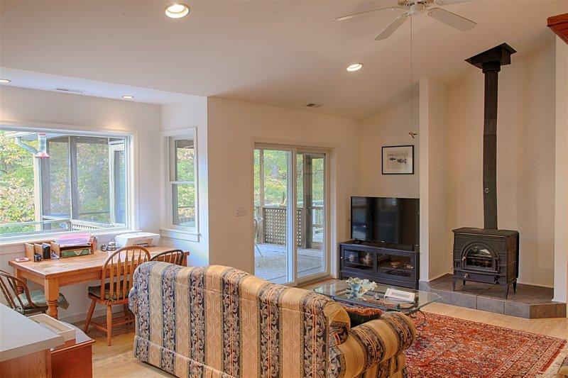 Charming Urbanna Home, holiday rental in Wake