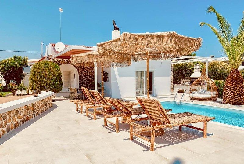 Faliraki Beach, shops/cafes 5 mins  garden / pool., location de vacances à Ladiko