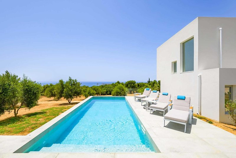 Modern villa, 1km from beach, sea/country views, holiday rental in Tapia