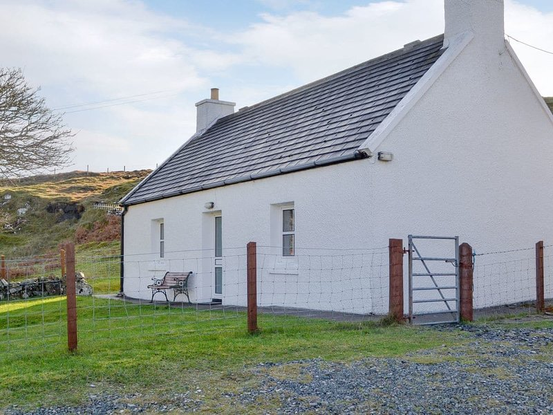 Waterfall Cottage, holiday rental in Dunvegan
