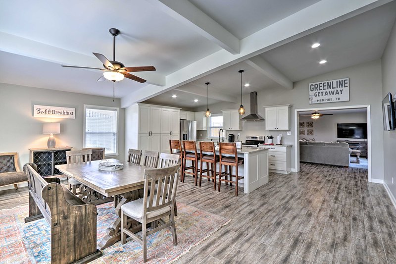 NEW! Modern Home w/Yard, 4 Mi to Shelby Farms Park, holiday rental in Cordova