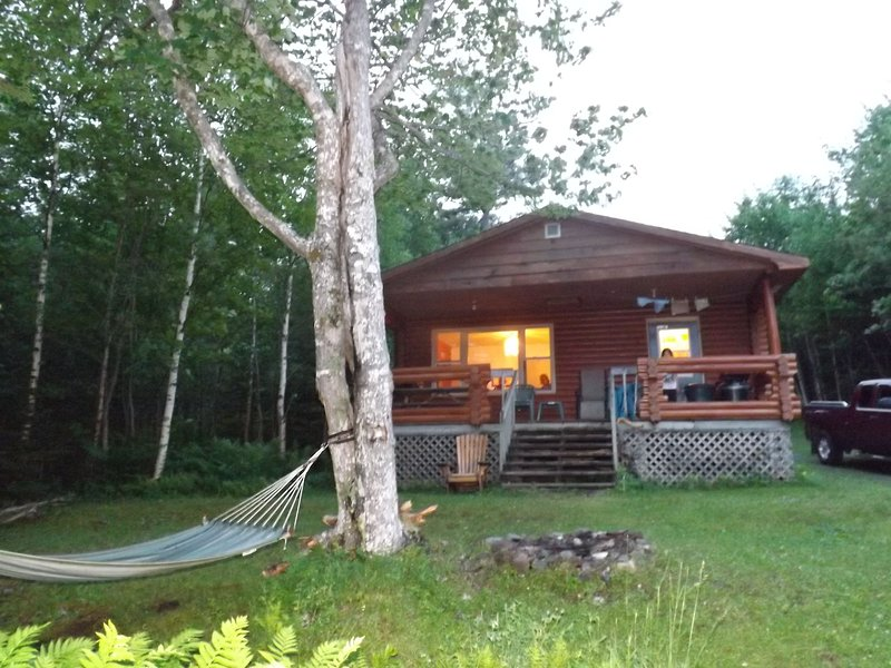 Eberhard's Log Cottage 1, holiday rental in Grand River