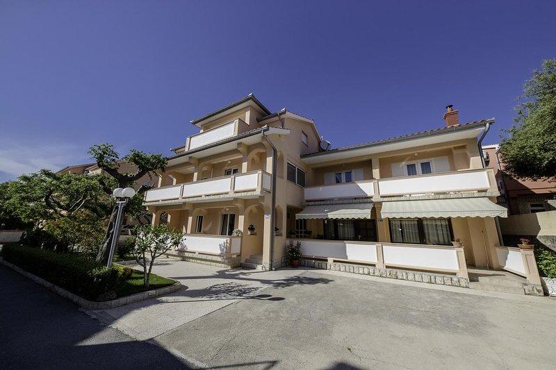Two bedroom apartment Palit, Rab (A-4970-c), location de vacances à La ville de Rab