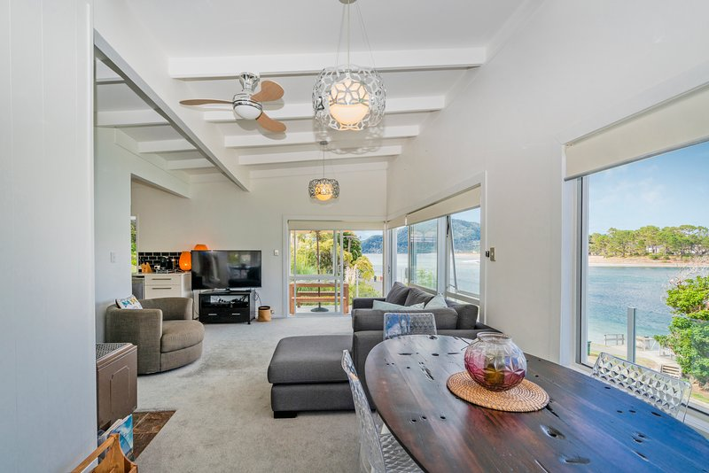 Absolute Waterfront - Tairua Holiday Home, Tairua, vacation rental in Thames