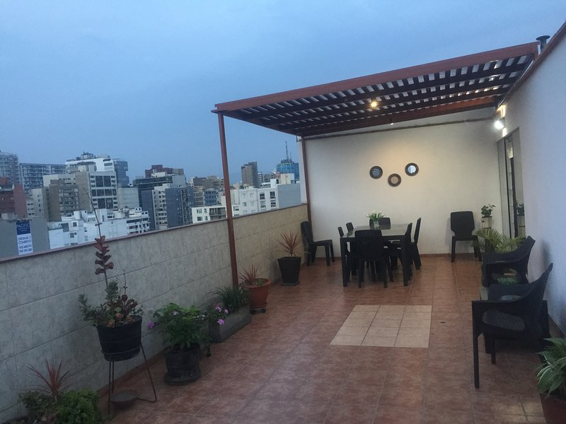 Penthouse Rooftop Private Terrace bi-level condo, location de vacances à Lima