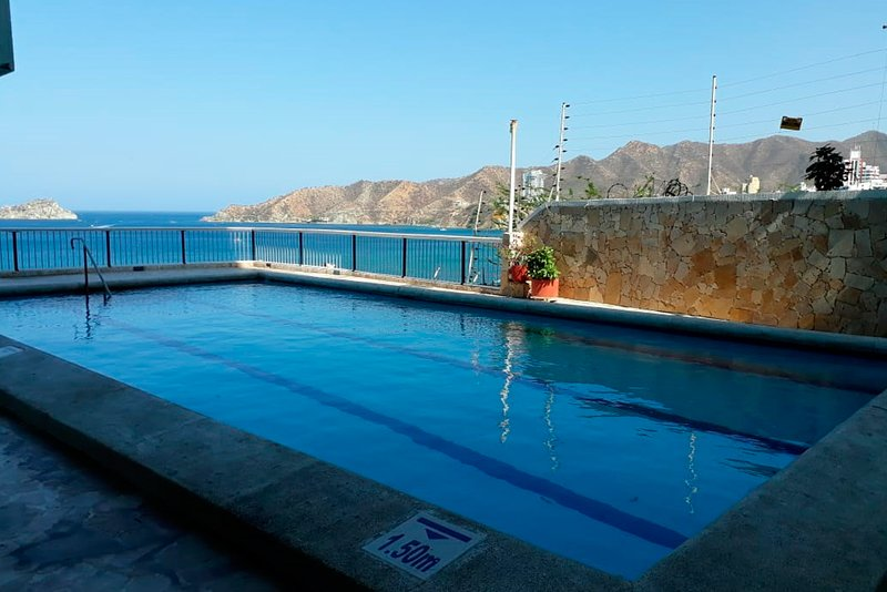 Two bedroom apartment with pool and wonderful bay view, holiday rental in Santa Marta