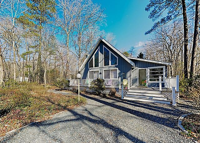 New Listing! Charming Eastern Shore Retreat w/ Access to 5 Pools - Near Beach, holiday rental in Ocean Pines