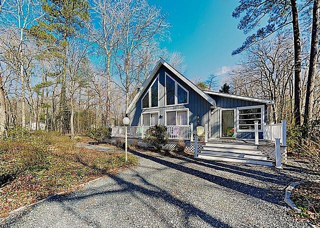 New Listing! Charming Eastern Shore Retreat w/ Access to 5 Pools - Near Beach, casa vacanza a Ocean Pines