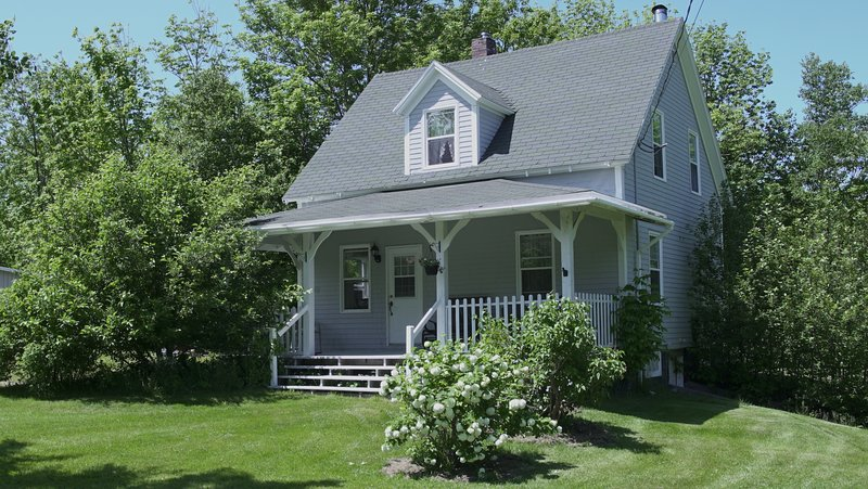 0.5 kms from Cabot Trail, The Old Salt Cottage, vacation rental in Cape Breton Island