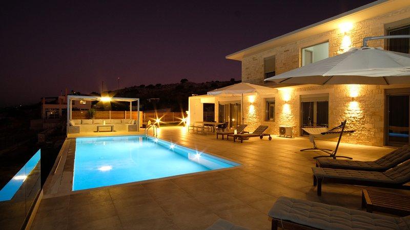 EvaVillas East, Private Pool & Panoramic Sea View, holiday rental in Kato Valsamonero